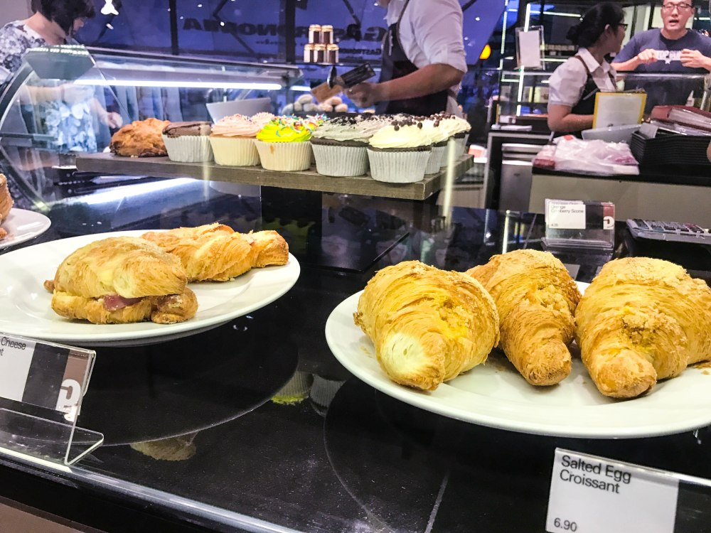 things to eat in Singapore, gastronomia Bukit Timah da paolo Botanic Gardens SMRT things to do in Singapore Bukit Timah food cafe bistro coffee follow Edukate Singapore learn new things about Singapore lifetstyle al fresco cafe coffee joints places to hang out croissant egg and muffins