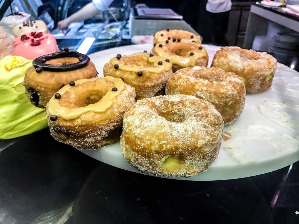 things to eat in Singapore, gastronomia Bukit Timah da paolo Botanic Gardens SMRT things to do in Singapore Bukit Timah food cafe bistro coffee follow Edukate Singapore learn new things about Singapore lifetstyle al fresco cafe coffee joints places to hang out donuts