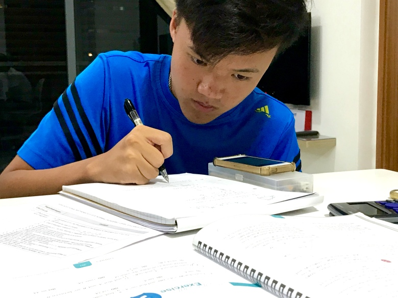 A Math Tutor Punggol Small Group GCE O level tuition centre teach by understanding